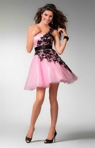 e5fd5957857 Коктейльные платья 2011-2012 года по-прежнему украшает икона моды -  маленькое черное платье. Да-да