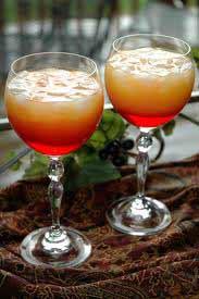 Гранатовый сок - 10 мл.  Смешиваем водку и апельсиновый сок со льдом.