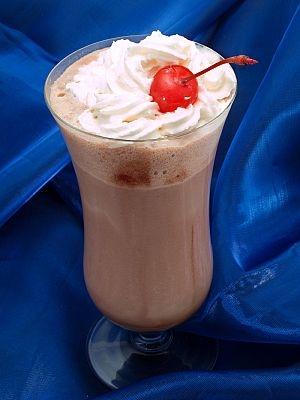 Хочу молочный коктейль (молочный из мороженого). ммм... пирожные супер...